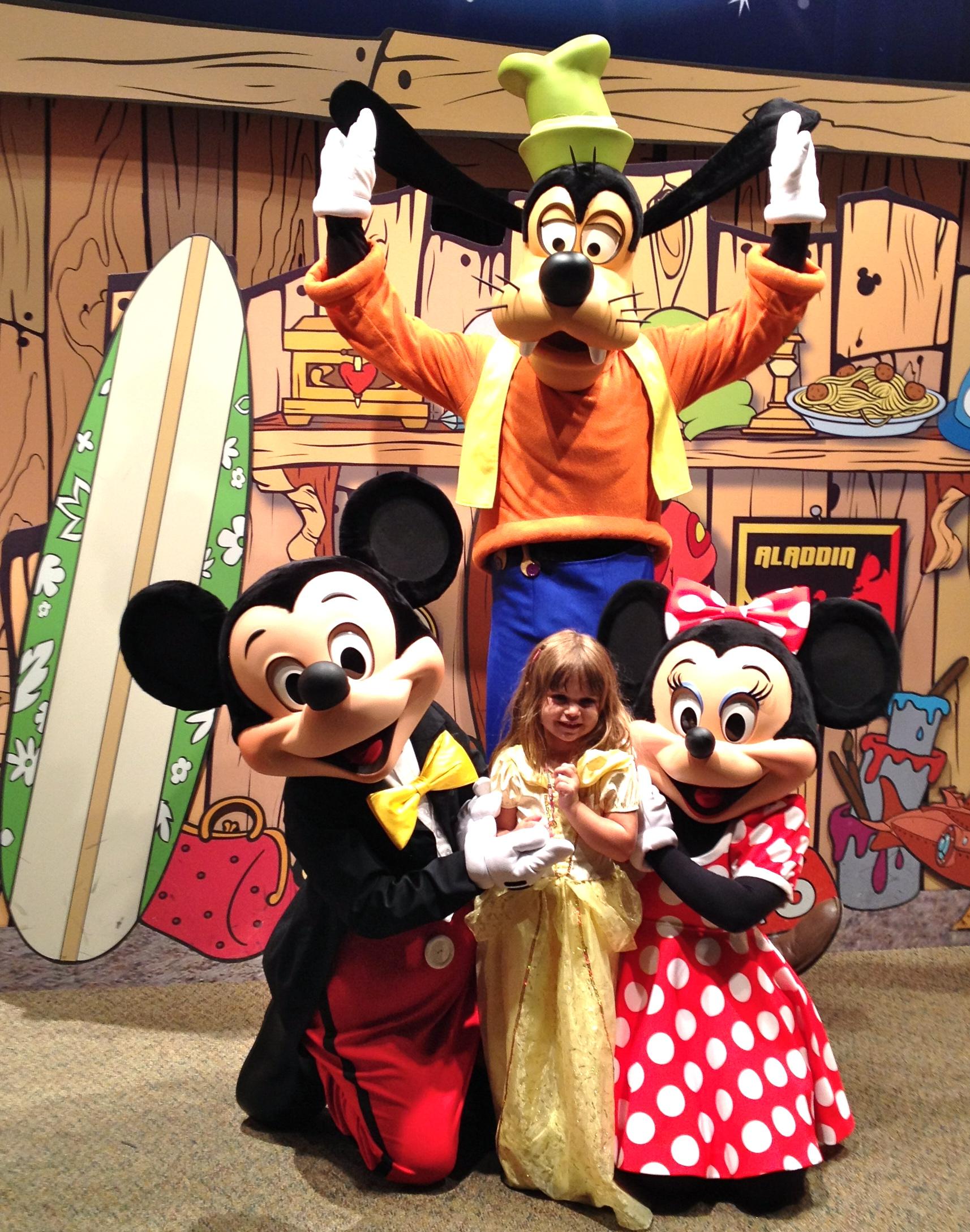 Disney rewards visa cardholders meet n greet at epcot an m4hsunfo Choice Image
